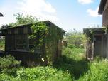 Павловск + 10 км. В небольшом садоводстве одноэтажный, зимний , кирпичный дом с мансардой 6 х 9. Печь, свет...